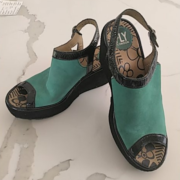 Fly Wedge Sandals